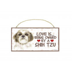 Træ skilte med kæledyr  - Love is being owned by a Shih Tzu
